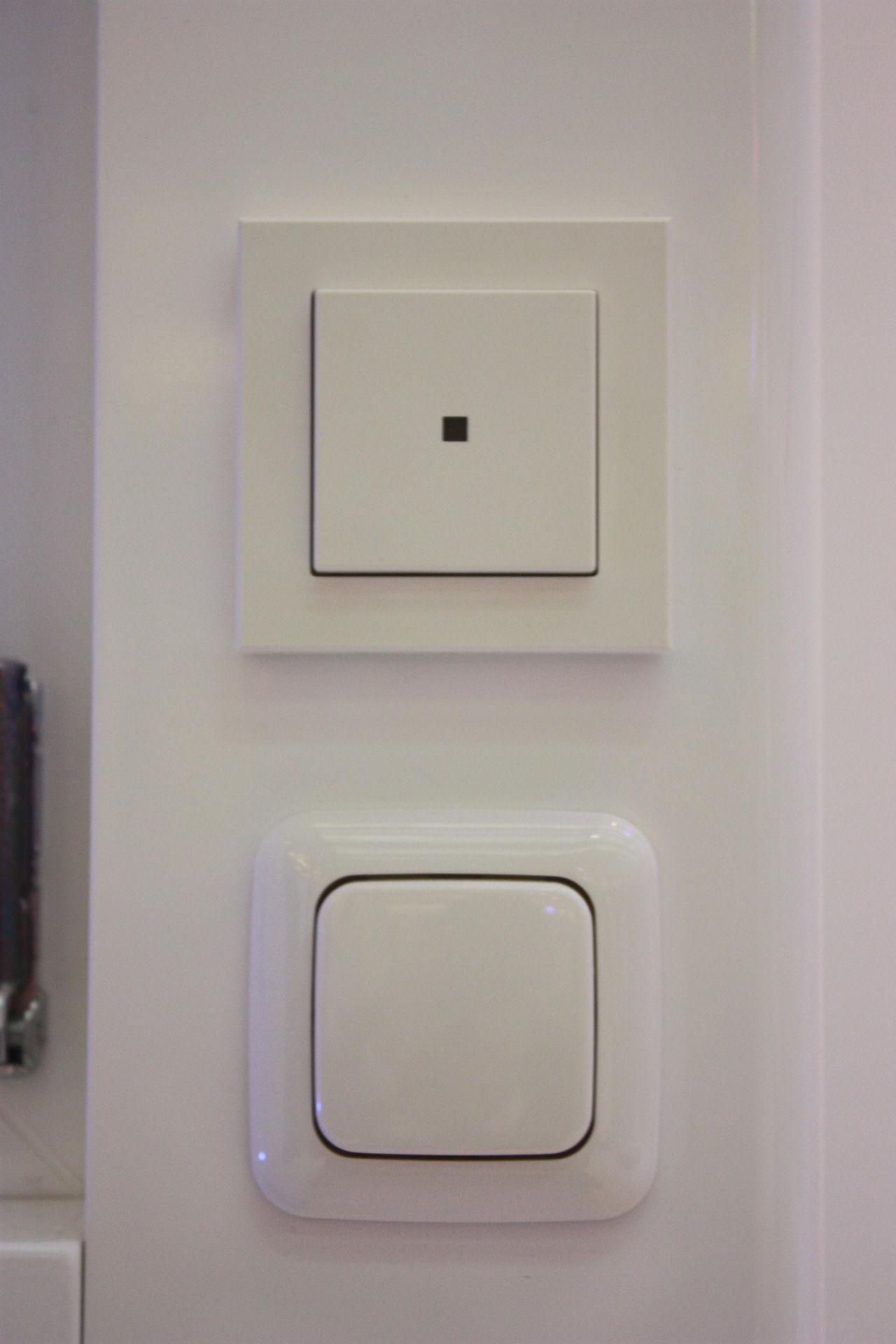 Funk-Wandtaster 2-fach batteriebetrieben (oben) und Unterputzaktor für Markenschalter eQ-3 für Telekom Smart Home. Zum Bedienen von Funk-LED-Lampen und herkömmlichen, verkabelten Leuchten.