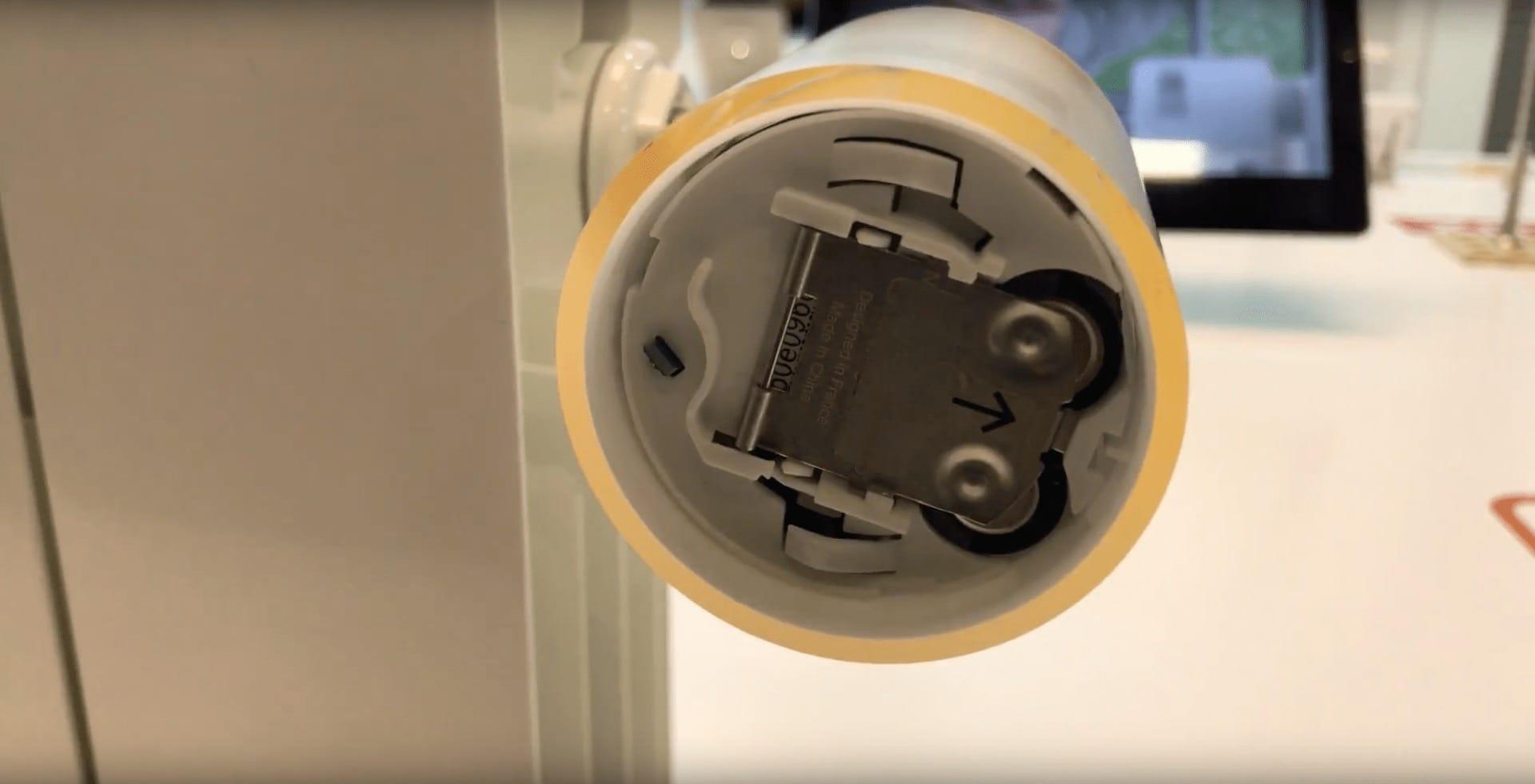 Das Batteriefach ist beim Netatmo-Heizkörper-Thermostat von der Vorderseite her erreichbar. Die zwei Batterien vom Typ AA Sind überall erhältlich und sollen zwei Jahre halten.