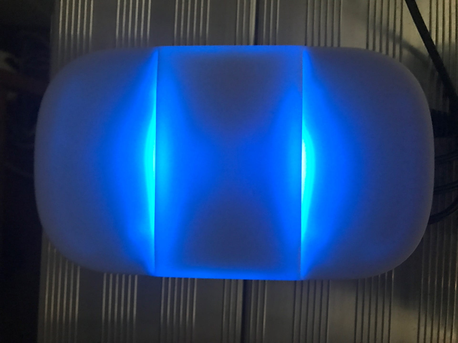 Smappee Monitor: Blaues LED-Licht während der Initialisierungsphase.