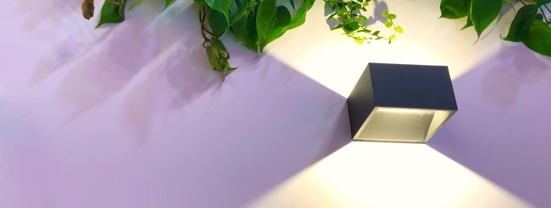 Die Wandleuchte wird per eQ-3 Unterputzaktor für Markenschalter angesteuert - mit Telekom Smart Home und QIVICON. So lassen sich vorhandene, herkömmliche Innen- und Außenleuchten vernetzen.